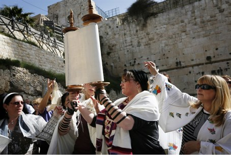 Women of the Wall with Torah at Kotel (file)