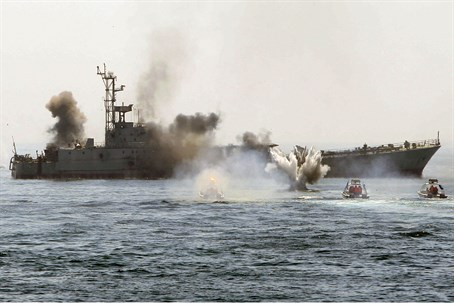 Iranian destroyer in Persian Gulf (file)