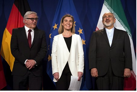 Iranian FM Javad Zarif (R) at press conference announcing nuclear deal