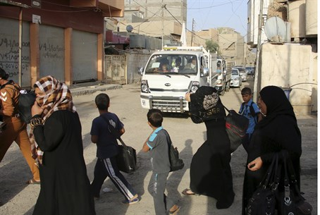 Sunnis flee the violence in the city of Ramadi, Iraq