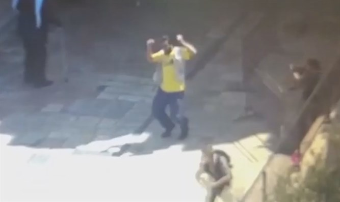 Knife-wielding terrorist at the Damascus Gate
