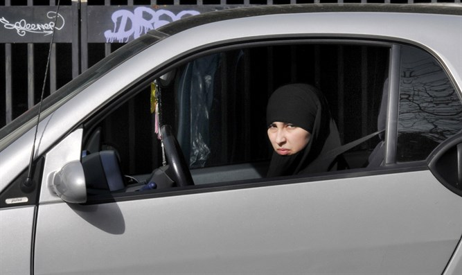 Muslim woman driving in Paris