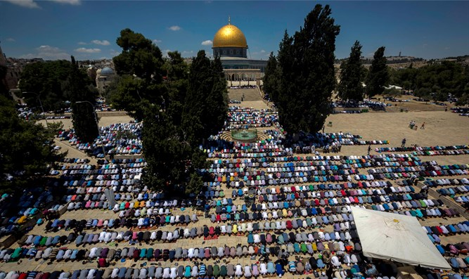 Muslim prayers on Temple Mount