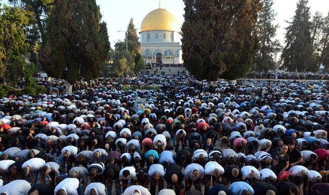 Muslims pray to Mecca from Temple Mount