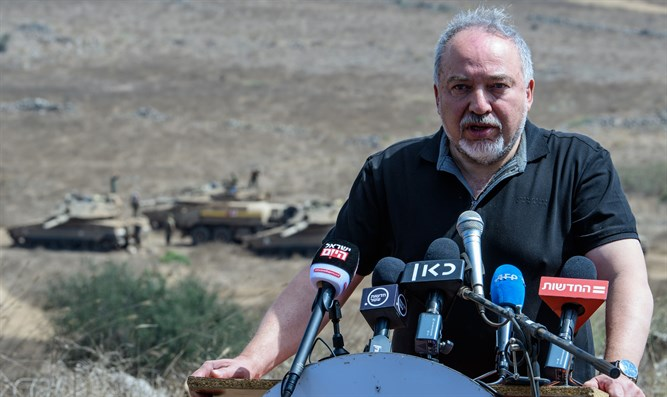 Liberman briefs reporters at exercise in north