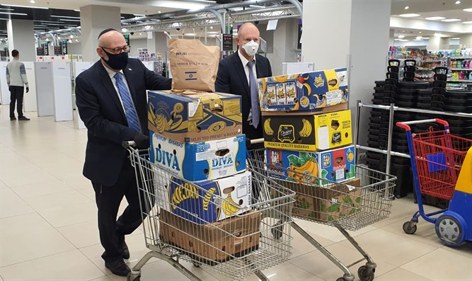 Embassy staff purchase food parcels