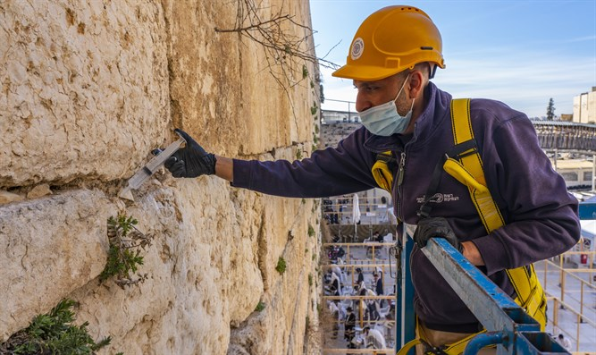 Conservation work at Western Wall