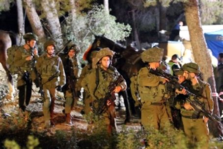 Soldiers search for Arab attackers