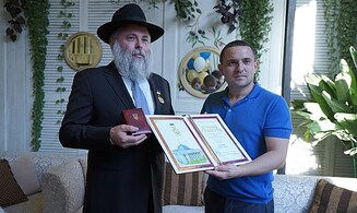 A first: Rabbi awarded Ukraine's Medal of Honor
