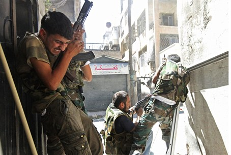 FSA soldiers clash with gov't forces in Alepp