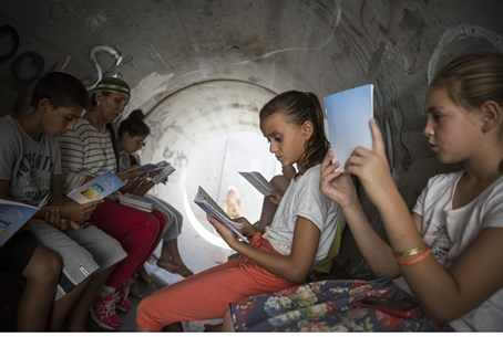 Israeli children in bomb shelter
