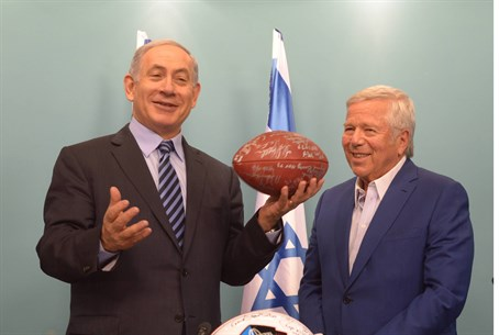 Netanyahu with Robert Kraft