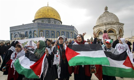 Arab protesters on Temple Mount