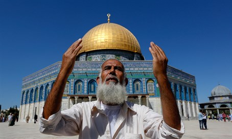 Salafist man in Temple Mount