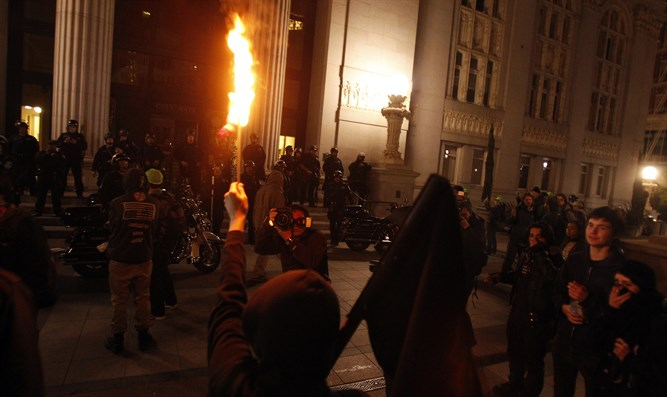Occupy Oakland demonstrators burn a US flag