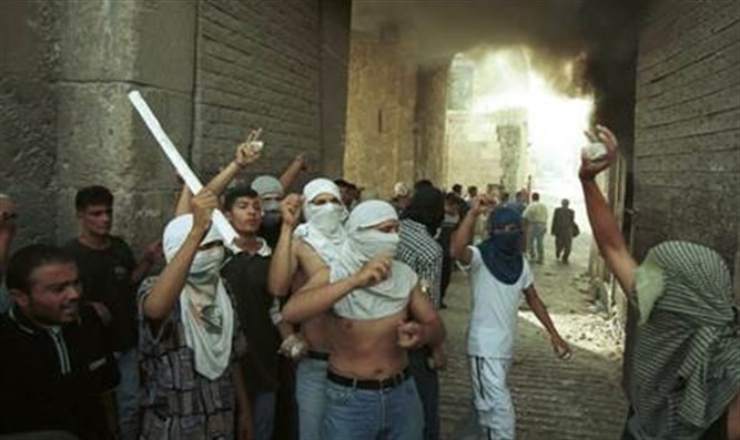 Arabs riot in the Old City