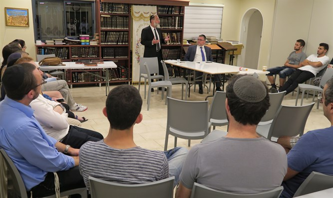 Rabbi Dovid Hofstedter speaks at Technion