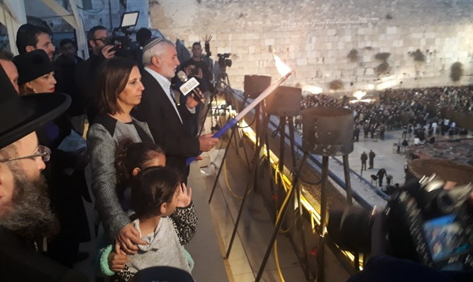 Minister Gamliel with Holocaust survivors at Western Wall