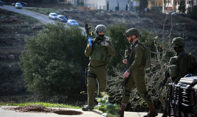 IDF soldiers searching for terrorists near Ramallah