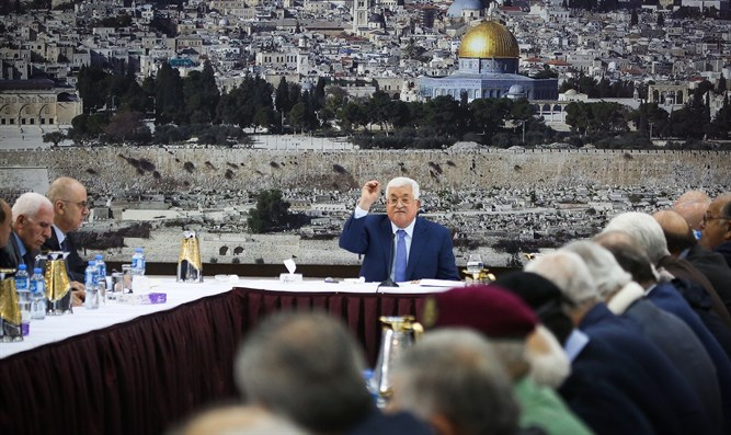 Abbas at Ramallah PA leadership meeting
