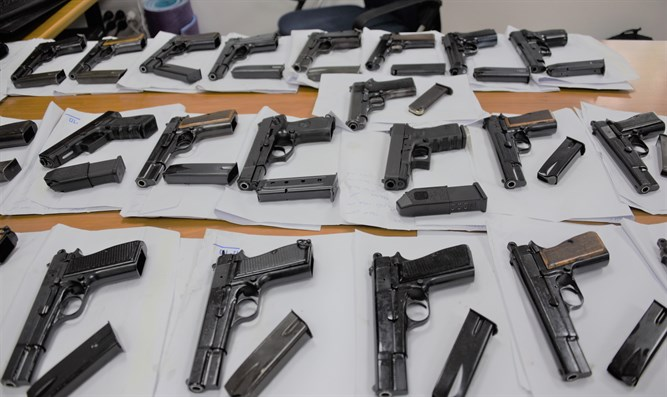 Suspects tried to smuggle weapons from Jordan into Israel.