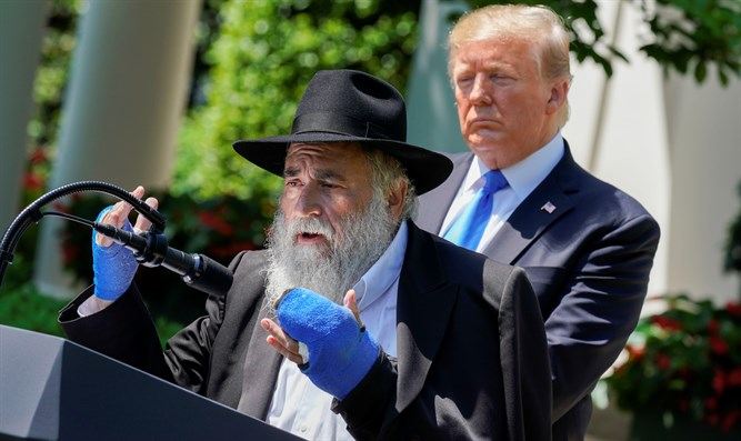 Rabbi Yisroel Goldstein meets Trump at the White House