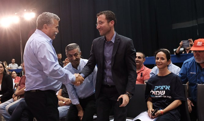 Amir Peretz (left) and Itzik Shmuli (right)