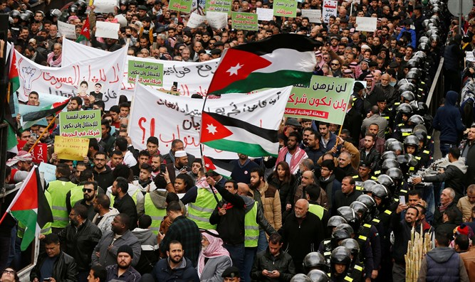 Jordanians protest against agreement to import natural gas from Israel