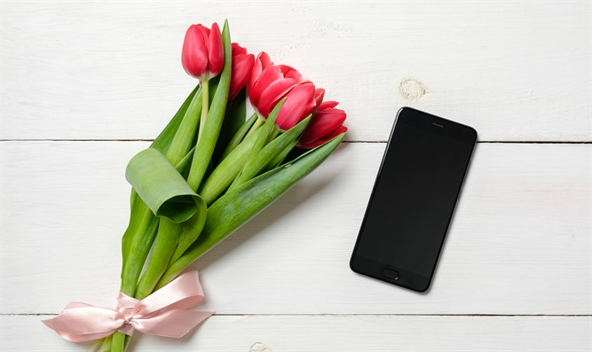 Swipe through the tulips: Online dating
