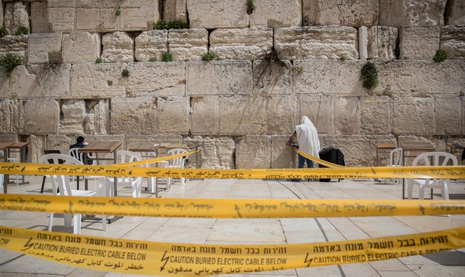 Western Wall plaza cordoned off for small prayer groups