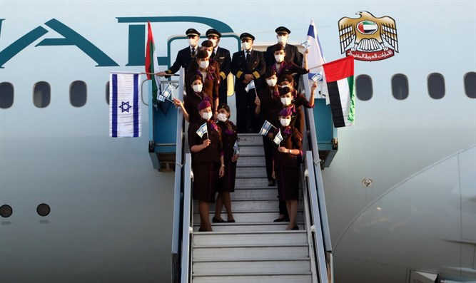 First flight from the UAE lands in Israel